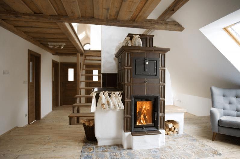 Комната с камином - самое уютное место в доме